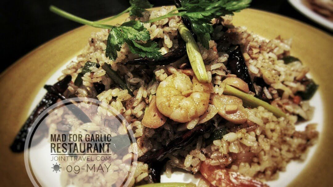 Garlicholic Rice : Special fried rice with garlic pickles, shrimp, asparagus and pimento.