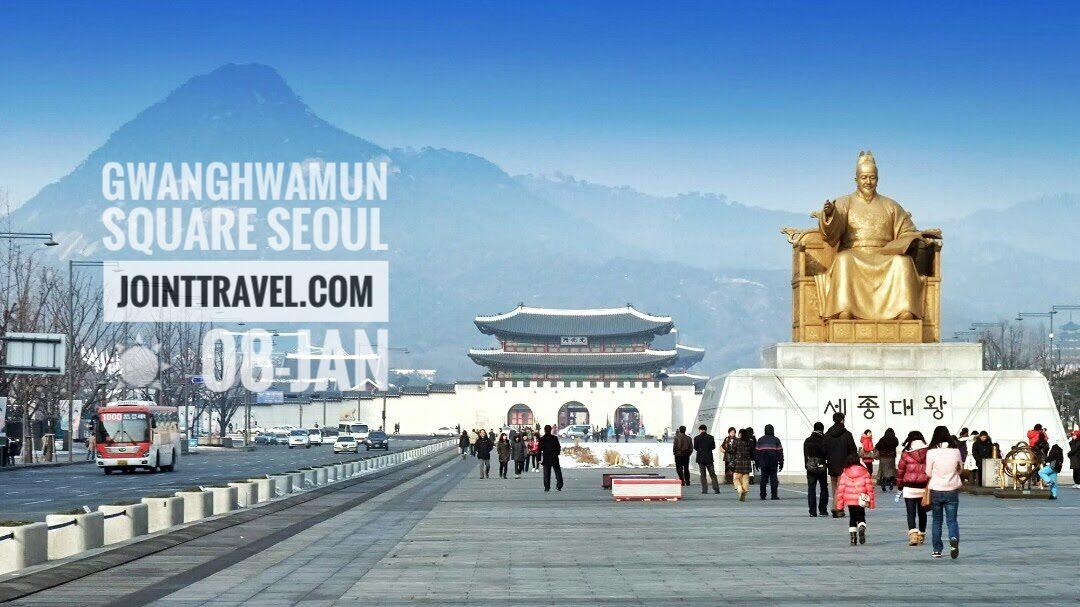 """รูปปั้นของกษัตริย์เซจองมหาราช (Statue of King Sejong) ซึ่งได้รับการขนานนามว่า """"รูปปั้นที่โดดเด่นที่สุดของเกาหลีใต้"""""""